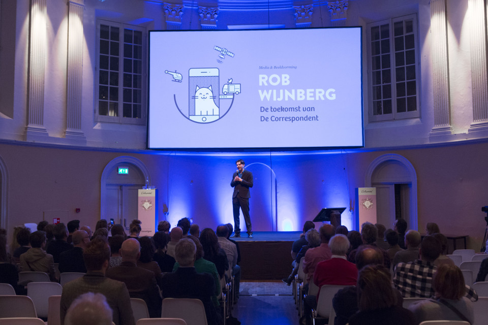 Rob Wijnberg ontvouwt zijn ideeën over De Correspondent tijdens het Festival der Vooruitgang. Foto: Fabian Fraikin / De Correspondent.