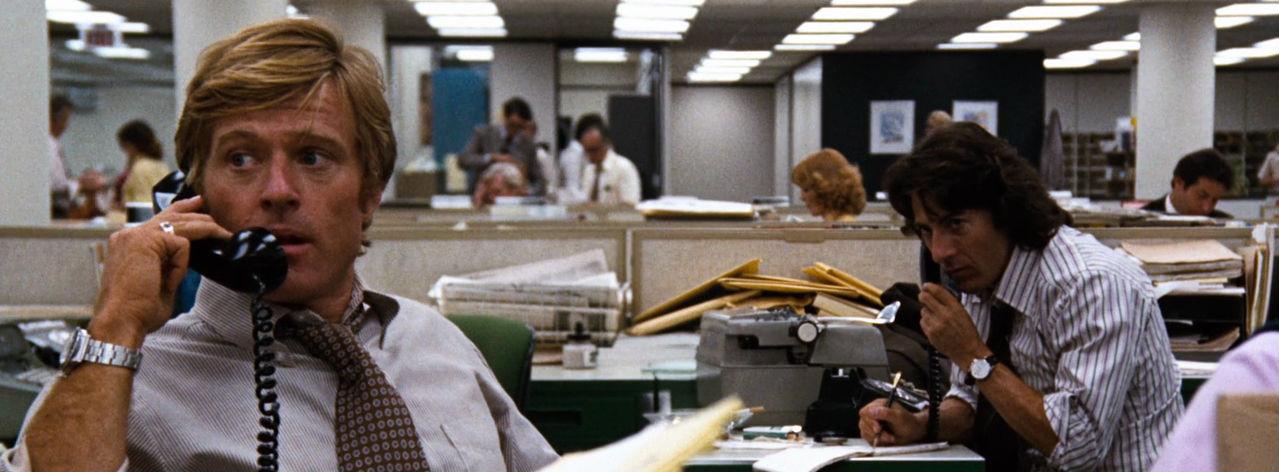 Robert Redford en Dustin Hoffman in de film All the President's Men. Dankzij deze film werd het credo 'follow the money' populair onder onderzoeksjournalisten.