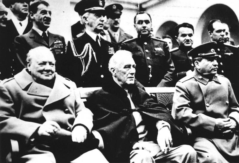 De hoofdrolspelers van de Jalta-conferentie. Van links naar rechts: Winston Churchill, Franklin D. Roosevelt en Jozef Stalin. Foto: ANP.