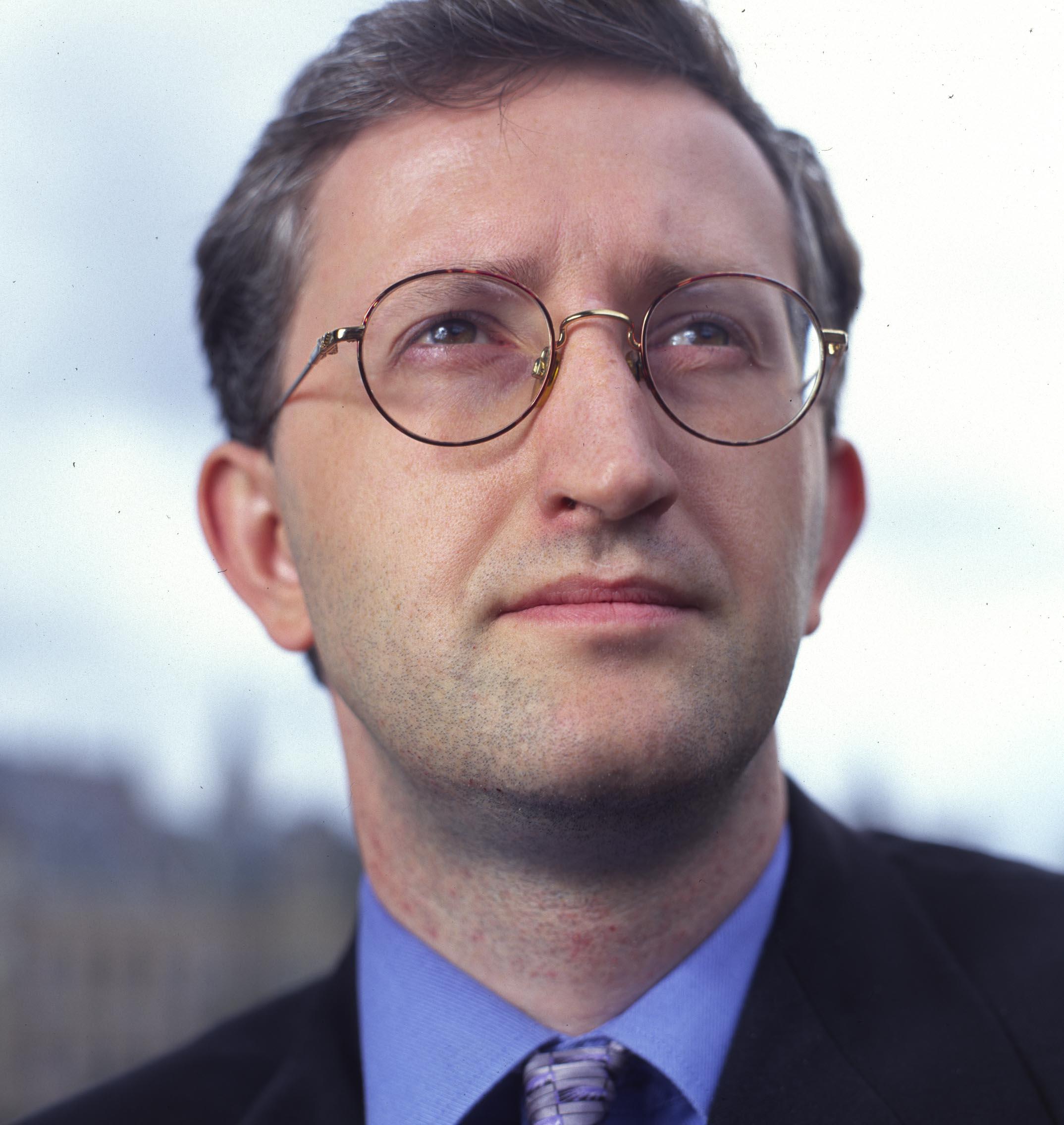Joshua Livestro in 2002, toen hij actief was voor de Edmund Burke Stichting. Foto: Marco Hillen/HH