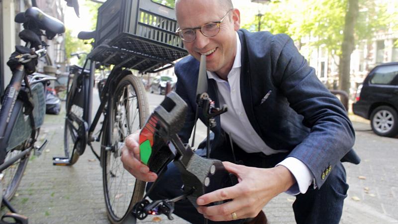 Advocaat Volgenant met zijn hobbydrone