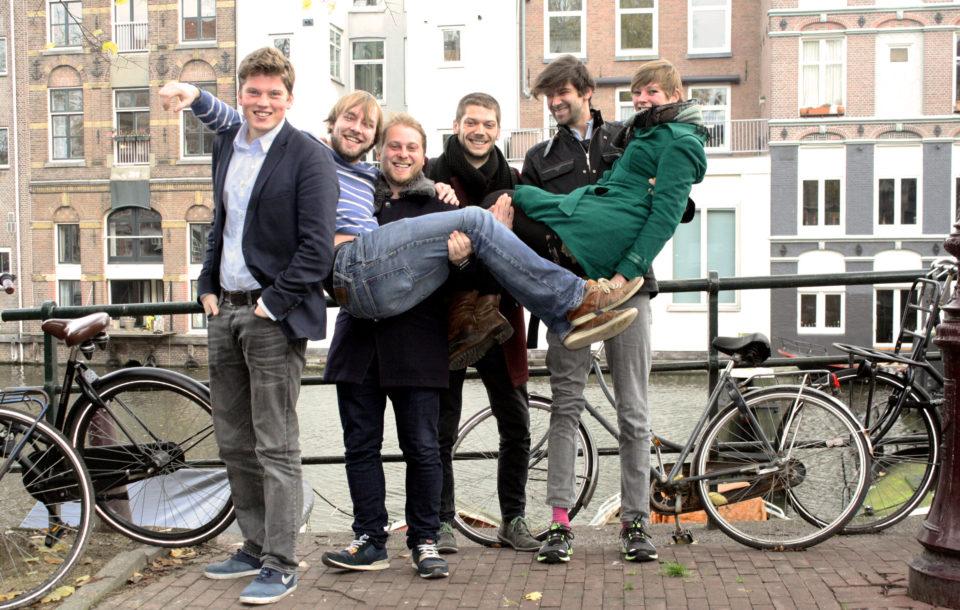 Het team van Yournalism, met Huub Schuijn, Remy Koens, Wadim Seminsky, Sybren Kooistra, Jules van Hal en Djoeke Ardon.